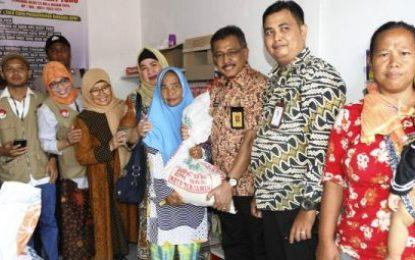 Tinjau Penyaluran BPNT, Sekda Ingatkan untuk Segera Memanfaatkan Bantuann