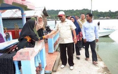Kunjungi Kecamatan Moro, Bupati Karimun Berdialog dan Makan Siang bersama Warga