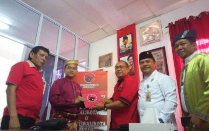 Candra Ibrahim Ambil Formulir Balon Walikota Batam Pertama dari PDIP