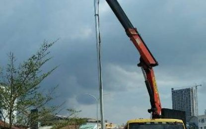 Lokasi Pelebaran Jalan Mulai Dipasangi Lampu PJU