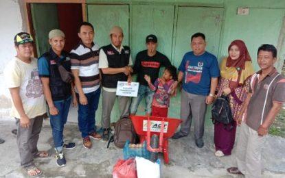 Tim Mediator PPA Kabupaten Bengkalis bersama ACT Berikan Bantuan Sembako untuk Bapak Kairuman