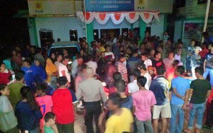 Listrik Sering Padam, Ratusan Warga Demo Kantor PLN ULP Tarempa