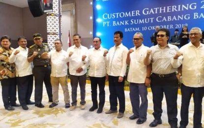 Hadiri Customer Gathering Bank Sumut, Gubernur Edy Minta Wartawan Besarkan Batam