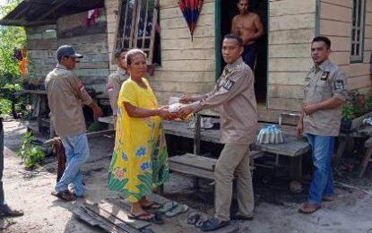 Hi-melaya Kecamatan Singkep Pesisir Berbagi Paket Sembako