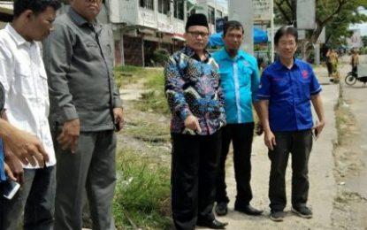 Ketua DPRD Bengkalis Tinjau Jalan Rusak di Jenderal Sudirman Kota Duri