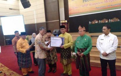 Bupati Rohil Terima Penghargaan Kapabilitas APIP Level 3