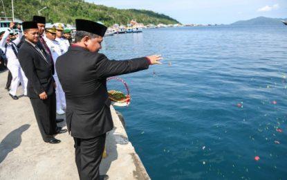 Hari Pahlawan, Wan Zuhendra Tabur Bunga di Pelabuhan Bukit Raya