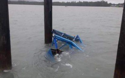 Ponton Pelabuhan Tanjung Buton Hanyut Terseret Ombak, Ini Tanggapan Kadishub Lingga