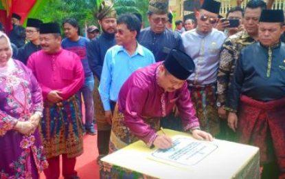 Bupati Bengkalis Resmikan Rumah Lembaga Adat Sakai Melayu Riau