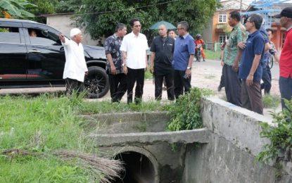 Rawan Banjir, Wawako Tinjau Titik Banjir di Sagulung