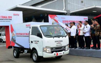 Presiden Jokowi Lepas Ekspor Perdana Isuzu Traga