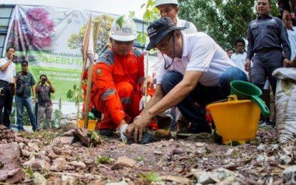 bright PLN Batam Tanam 200 Bibit Pohon Tabebuya di PLTGU Tanjung Uncang