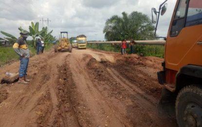 Bupati Suyatno Perintahkan Dinas PUPR Tindaklanjuti Jalan Lintas Kecamatan