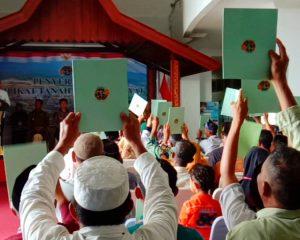 """Jokowi """"Mampir"""" ke Natuna, Bagikan Sertifikat Gratis"""