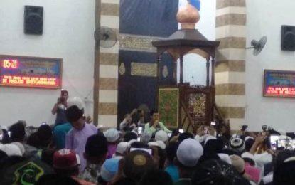 UAS Gelar Tabligh Akbar, Warga Karimun Padati Masjid Baiturahman
