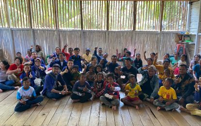 Tim dr Lie Cek Kesehatan Warga Suku Laut Pulau Tereh