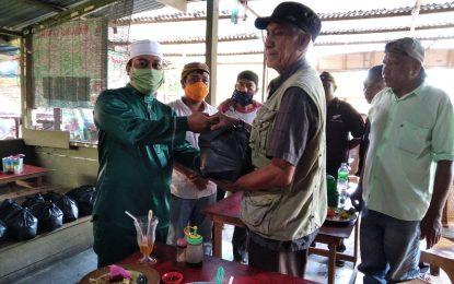 Tukang Ojek Terima Sembako dari Ketua KNPI dan Wakil Bupati