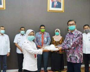 Pemprov Riau Terima Bantuan Alat Pelindung Diri dari Bank Riau Kepri