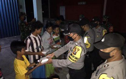 Polres Natuna Bantu Kurangi Beban Masyarakat dengan Berbagi Santap Sahur dan Takjil