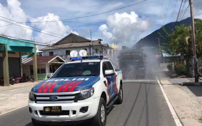 Jelang New Normal, Tim Gugus Tugas Kabupaten Natuna Kembali Lakukan Penyemprotan Cairan Disinfektan
