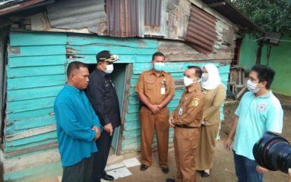 Kunjungi Rumah Pak Amad, Bupati dan Baznas Karimun Berikan Bantuan