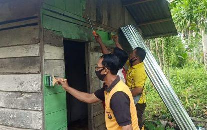 HUT Bhayangkara ke 74, Polsek Bangko Gelar Kerja Bakti Bedah Rumah