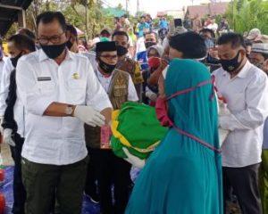Bupati Rohil Tinjau Lokasi Kebakaran Rumah Warga di Jalan Pusara