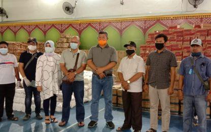 Bupati Kepulauan Anambas Tinjau Bantuan Sembako Dari Provinsi Kepri