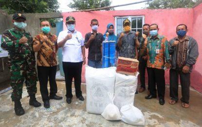 Bupati Rafiq Serahkan Bantuan untuk Korban Angin Puting Beliung