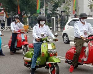 Bupati Rohil Ikuti Touring Vespa Jaman Lama