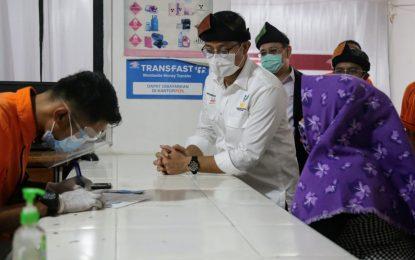 Mensos Juliari Batubara Kawal Penyaluran BST di Kelurahan Ranai