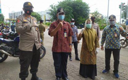 Kecamatan dan Polsek Batu Ampar Bagikan 4000 Masker di 4 Kelurahan