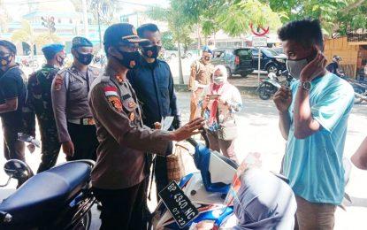 Peduli Covid-19 TNI-Polri Bagikan Masker di Kota Ranai