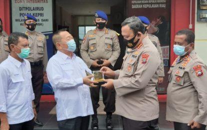 Kunjungi Markas Komando Dit Polairud Polda Kepri, Komisi I DPRD Kepri Hibahkan Mesin Kapal