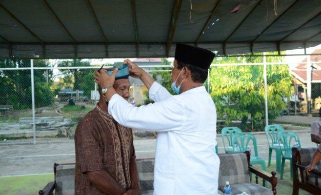 Sematkan Tanjak ke Tokoh Masyarakat, Isdianto Ajak Lestarikan Budaya Melayu