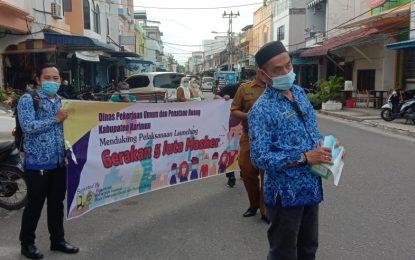Sukseskan Gerakan Lima Juta Masker, Dinas PUTR Karimun Turun ke Jalan