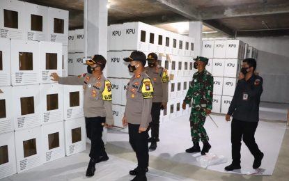 Kapolres Karimun Cek Logistik Pemilu di Gudang KPU