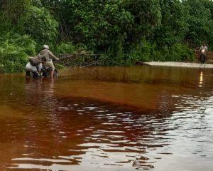 Keluhkan Jalintas Bono Tergenang Air, Warga Teluk Meranti Minta Pemerintah Daerah dan Perusahaan Merespon