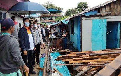 Hujan-Hujanan, Gubernur Isdianto Tinjau Korban Bencana Alam di Batam